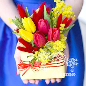 Мини-композиция из тюльпанов