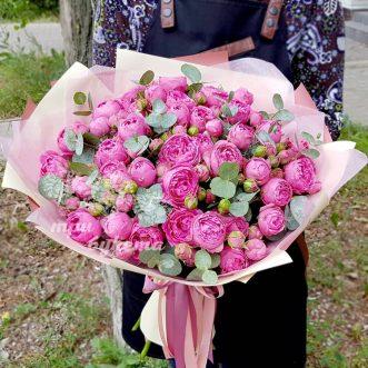 Букет розовых пионовидных роз